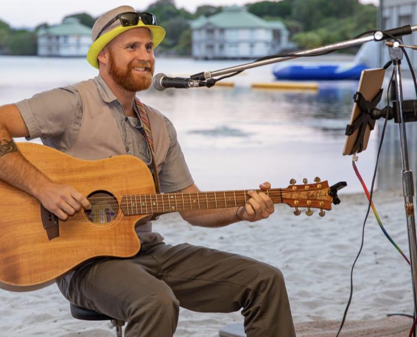 Wedding Entertainer Brisbane - Wedding Musician