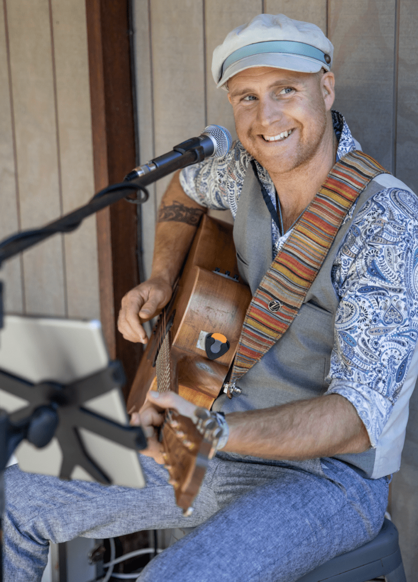 Live Acoustic Entertainer Brisbane - Wedding Singer